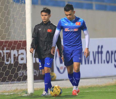 Sau Tuan Anh, them Ngo Hoang Thinh lo tran gap Indonesia - Anh 1