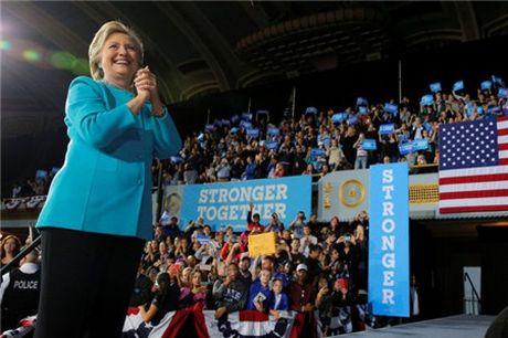 Ba Hillary tam qua thoi song gio - Anh 1