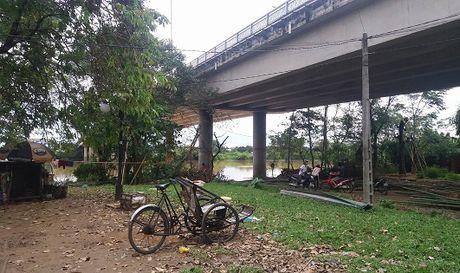 Hue: Phat hien xac nam thanh nien troi tren song - Anh 1