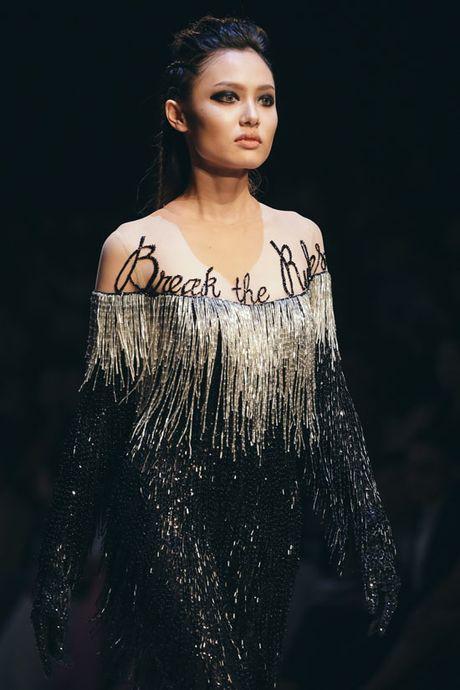 Nhung man trinh dien 'da mat' nhat o Vietnam International Fashion Week - Anh 1