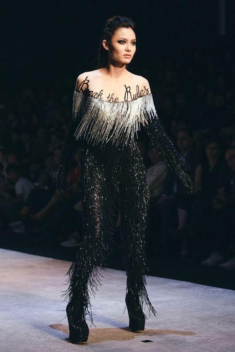Nhung man trinh dien 'da mat' nhat o Vietnam International Fashion Week - Anh 2
