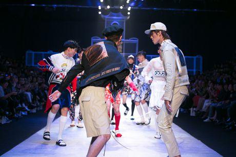 Nhung man trinh dien 'da mat' nhat o Vietnam International Fashion Week - Anh 3
