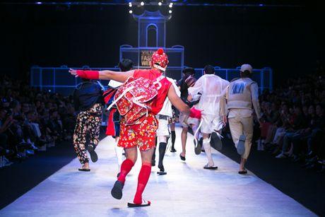 Nhung man trinh dien 'da mat' nhat o Vietnam International Fashion Week - Anh 4