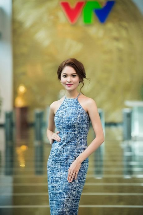 Thuy Dung khoe duong cong goi cam voi vay yem - Anh 3