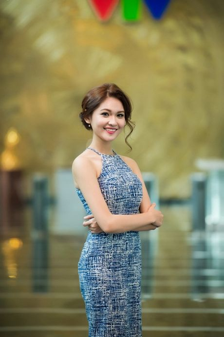 Thuy Dung khoe duong cong goi cam voi vay yem - Anh 5