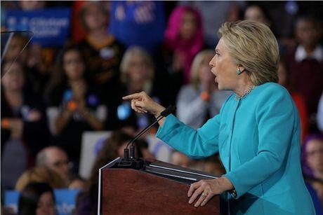 Duoc FBI 'giai oan' vu email, ba Clinton tho phao nhe nhom - Anh 1