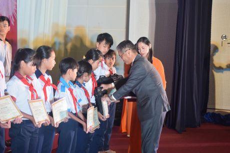 Chang duong 13 nam Hoc bong 'Cho em den truong' - Anh 2