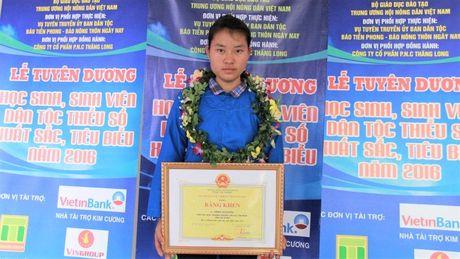 Pho Thu tuong de nghi Bo Giao duc xem xet nguyen vong cua nu sinh Ha Giang - Anh 1