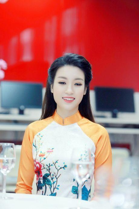 My Linh dep nhu tranh ve voi ao dai do Ngoc Han thiet ke - Anh 1
