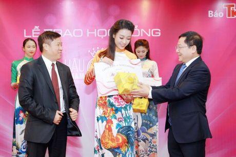 My Linh dep nhu tranh ve voi ao dai do Ngoc Han thiet ke - Anh 7