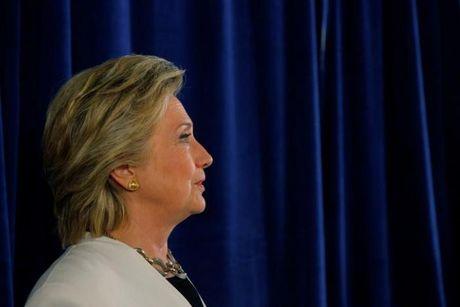 FBI tuyen bo Hillary Clinton 'vo toi' trong vu dieu tra e-mail - Anh 1