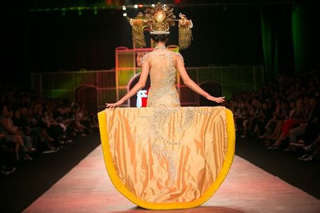 Nguyen Oanh dien set do nang 20 kg lam vedette - Anh 5