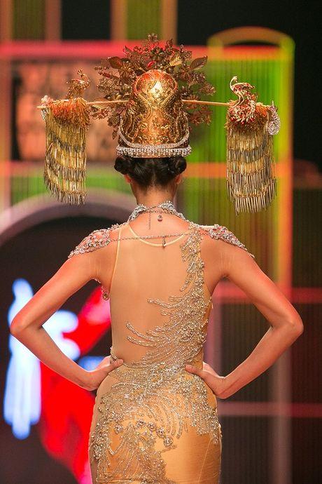 Nguyen Oanh dien set do nang 20 kg lam vedette - Anh 6