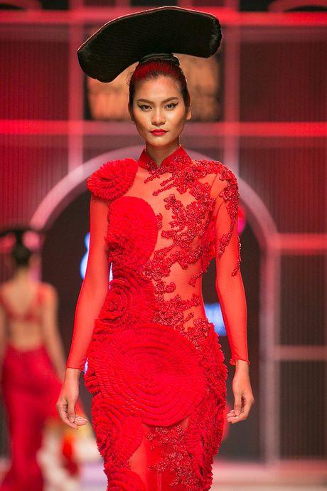 Nguyen Oanh dien set do nang 20 kg lam vedette - Anh 9