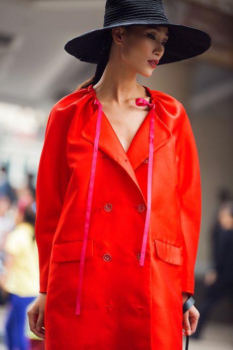 Hoang Thuy, Trang Khieu, Huong Ly can quyet street style cuoi tuan - Anh 3