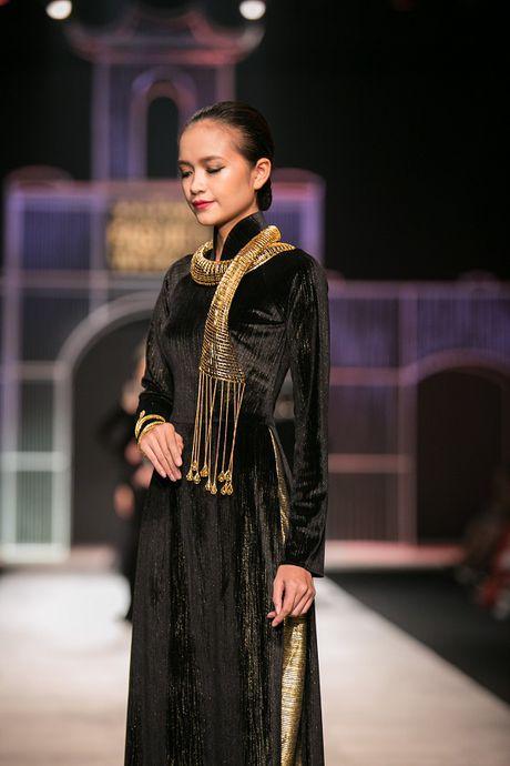 Ngoc Chau- guong mat noi bat tai Vietnam International Fashion Week Thu Dong 2016 - Anh 4
