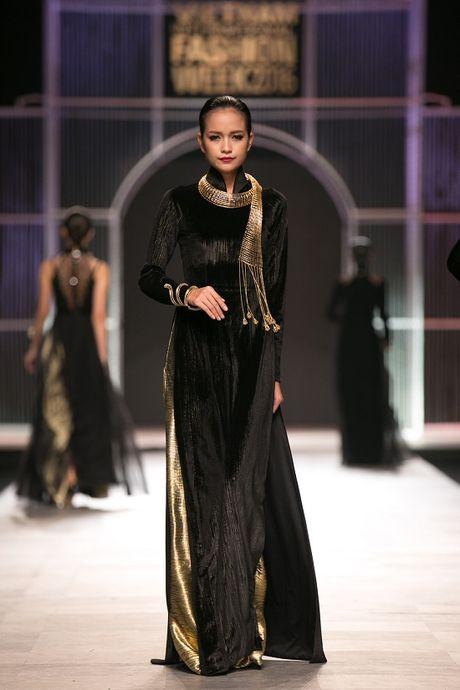 Ngoc Chau- guong mat noi bat tai Vietnam International Fashion Week Thu Dong 2016 - Anh 5