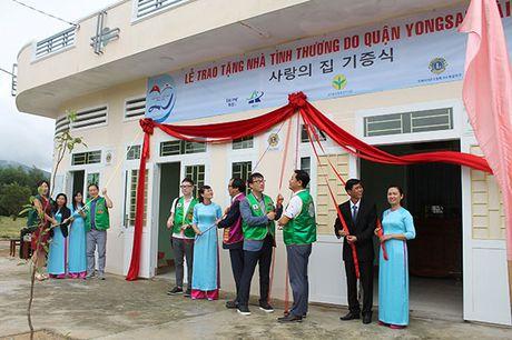 Nguoi dan Han Quoc gop tien xay nha tinh thuong tang dan ngheo Binh Dinh - Anh 1