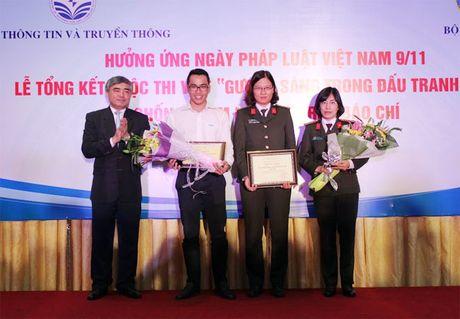 Phong vien Bao CAND dat 2 giai cuoc thi Guong sang dau tranh phong chong tham nhung - Anh 1