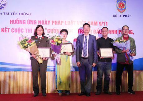 Phong vien Bao CAND dat 2 giai cuoc thi Guong sang dau tranh phong chong tham nhung - Anh 2