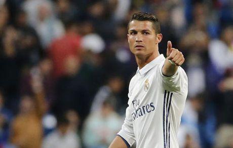 Real: Ronaldo ky hop dong them 5 nam, duoc vi la may ghi ban - Anh 1