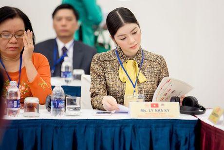 Ly Nha Ky hut moi anh nhin tai Hoi nghi Kim hoan da quy ASEAN+8 - Anh 2