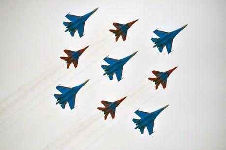 Su-27 Nga truc trac khi bay bieu dien tai trien lam hang khong Trung Quoc - Anh 2