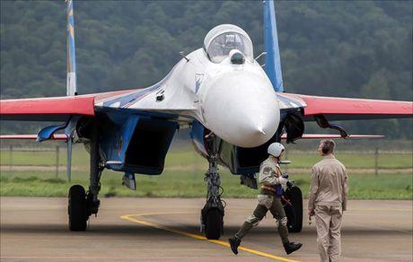 Su-27 Nga truc trac khi bay bieu dien tai trien lam hang khong Trung Quoc - Anh 4