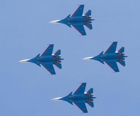 Su-27 Nga truc trac khi bay bieu dien tai trien lam hang khong Trung Quoc - Anh 5