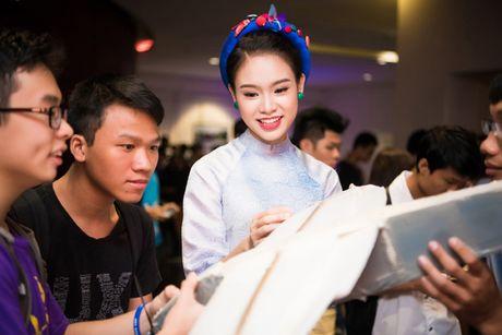 Ngoc Van tu tin lam MC dan dat 'Ngay hoi sang che tre 2016' - Anh 1