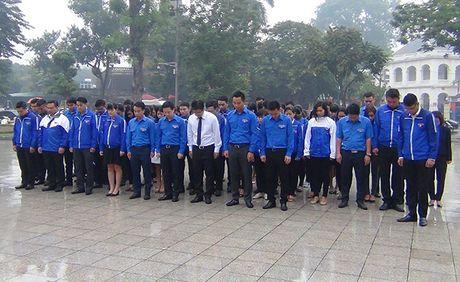 Chu tich Ha Noi Nguyen Duc Chung dang hoa tuong niem tai tuong dai Le Nin - Anh 4