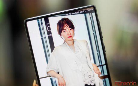 Tren tay Xiaomi Mi MIX doc nhat Viet Nam gia 30 trieu - Anh 1