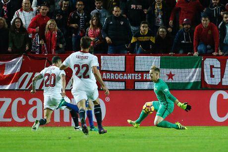 Barca nhoc nhan loi nguoc dong danh bai Sevilla - Anh 2