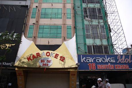 Chay quan karaoke o Ha Noi: Bien quang cao bi vut day duong - Anh 2