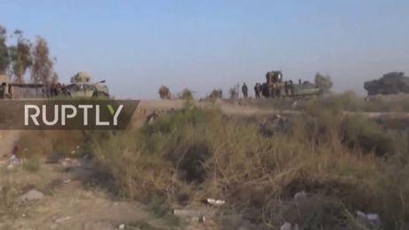 Video chien su: Quan doi Iraq tien vao thanh tri IS - Anh 1