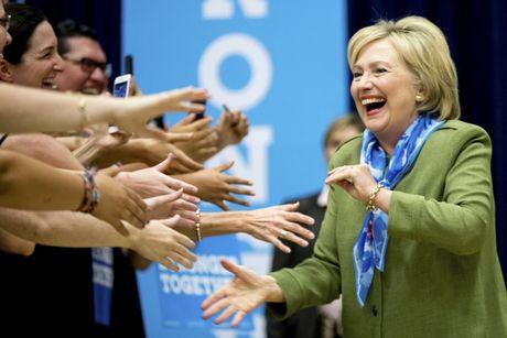 The thang bai cua Hillary Clinton va Donald Trump truoc gio G - Anh 4