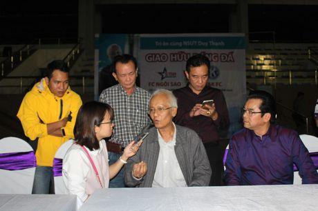 NSND Tran Nhuong quyen gop tien ung ho NSUT Duy Thanh dieu tri ung thu - Anh 1