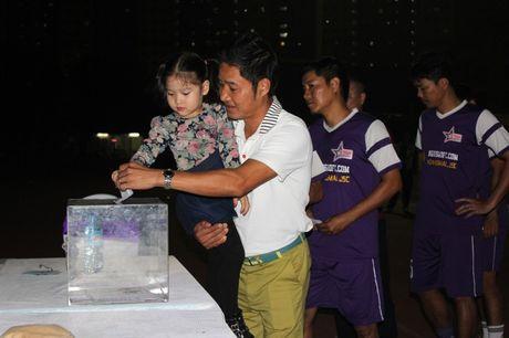 NSND Tran Nhuong quyen gop tien ung ho NSUT Duy Thanh dieu tri ung thu - Anh 3