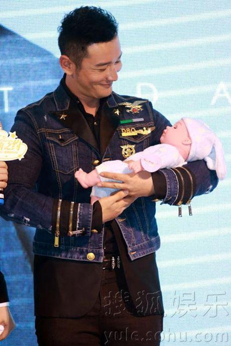 Angelababy bung bau vuot mat, Huynh Hieu Minh hao huc tap be con - Anh 7