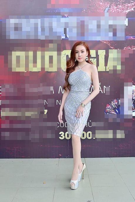 Ba Tung - Huyen Anh dien vay bo sat khoe duong cong chuan muc 90 -60 90 - Anh 5