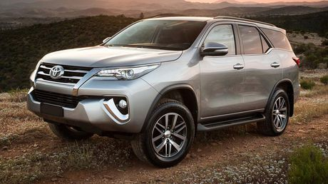 Toyota Fortuner 2017 o Dubai co dong co 4.0L - Anh 1