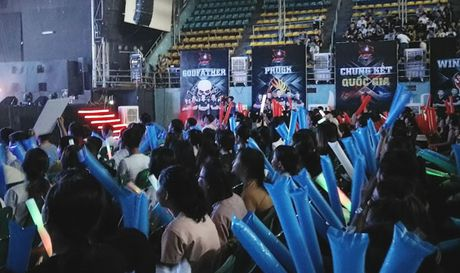 Chum anh: Gioi tre cuong nhiet trong giai Mobile eSports 'Tap kich' - Anh 3