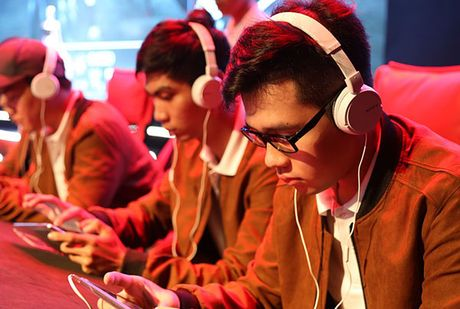 Chum anh: Gioi tre cuong nhiet trong giai Mobile eSports 'Tap kich' - Anh 7