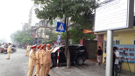 Ha Noi: Tuyen truyen Luat giao thong qua 15 man hinh Led - Anh 2