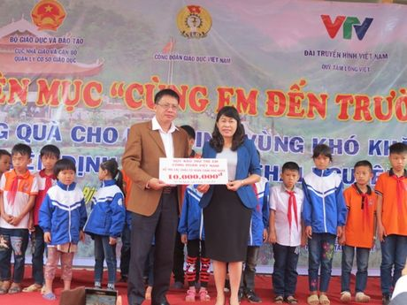 CD Giao duc VN: To chuc tri an nha giao, giup do hoc sinh kho khan huyen Dinh Hoa (tinh Thai Nguyen) - Anh 4