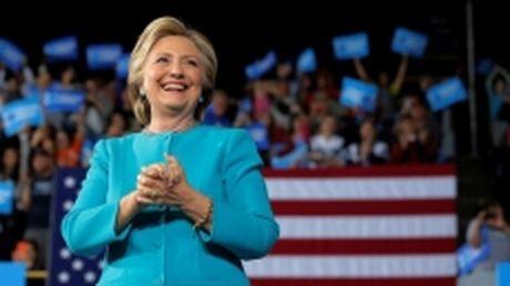 FBI xac nhan ba Clinton khong pham toi trong dot dieu tra thu dien tu moi - Anh 1