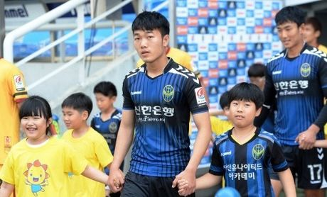 Incheon Utd bat ngo gui thong diep cho Luong Xuan Truong - Anh 1