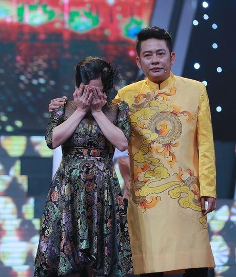 Viet Huong khoc nuc no khi duoc Tan Beo cong tren san khau - Anh 2