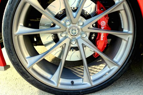 Mau xe lai giua Ford GT va Mustang - Anh 3