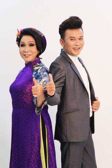 Nghe si Ngoc Huyen ve nuoc lam giam khao sau 14 nam - Anh 3
